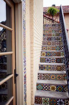 Los tramos de escaleras ya no tienen que ser sosos, decóralos con baldosas - Decora y diviértete