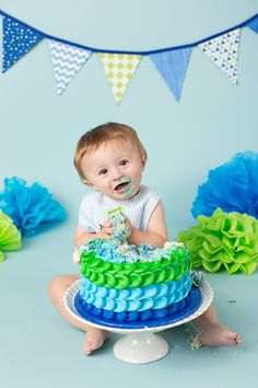 Green and blue boy smash cake.