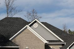 Take a look at four such types of #asphalt #shingles ideal for your #roof.
