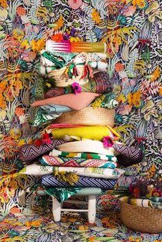 PODE MISTURAR | Assim como na moda, criar combinações com estampas diferentes na decoração requer  criatividade e bom senso. Dica: eleja uma cor de base que esteja presente em todas os materiais para obter harmonia. #ficaadica #decoracao #mixdeestampas #inspiracao #SpenglerDecor