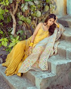Faiza Saqlen Vision Dhoop Kinare And Desi Girl Sajal Ali Versatility Makes Them a Dynamic Due Ethnic Outfits, Teen Fashion Outfits, Girly Outfits, Indian Outfits, Girl Fashion, Iranian Women Fashion, Pakistani Fashion Casual, Indian Fashion Dresses, Pakistani Models