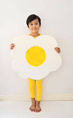 Easy Egg Costume for Kids. Cute and simple last minute Halloween costume.