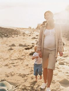 Summer safety guide for #pregnancy — tips for avoiding dehydration, treating mosquito bites & more.