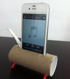 Si vous n'avez pas les moyens de vous payer un ''speaker'' pour votre téléphone, fabriquez-le vous-même avec un rouleau de papier essuie-tout ou de papier toilette