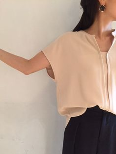 Nudy blouse|GALLARDAGALANTE  ベージュの女性らしいトップスと キュロットで大人可愛いコーディネート Blouse And Skirt, Blouse Outfit, Blouse Styles, Blouse Designs, Tango Dress, Shirt Blouses, Shirts, Korea Fashion, Fashion Fabric