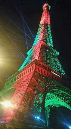 Portuguese flag in Eiffel Tower Paris Room Decor, Paris Rooms, Portuguese Flag, Portuguese Language, We Are The Champions, Most Romantic Places, Bon Weekend, Week End, Lisbon