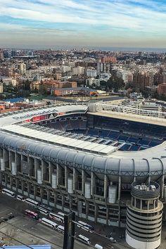 """Estadio Santiago Bernabéu  es un recinto deportivo propiedad del #RealMadrid Club de Fútbol conocido como """"El Nuevo Chamartín"""",en el distrito de Chamartín de #Madrid, #España. Capacidad: 81.044"""