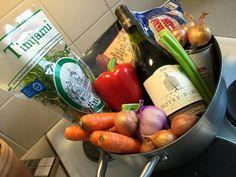 Bouillabaissea ja Kalasoppaa: Burgundinpata Slow Food, Sausage, Meat, Sausages, Chinese Sausage