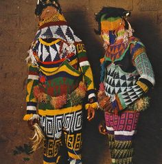 More sensational masquerade costumes of West Africa, photos by Phyllis Galembo African Masks, African Art, Costume Tribal, Costume Ethnique, Anthropologie, Textiles, African Culture, Tribal Art, Looks Cool