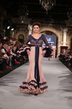 La diseñadora presenta 'Cuando nadie me ve' una colección en la que ha reinventado los patrones clásicos desestructurando el vestido de flamenca. Spanish Dance, Casual Wear, Beautiful Dresses, Formal Dresses, How To Wear, Clothes, 3, Spain, Design