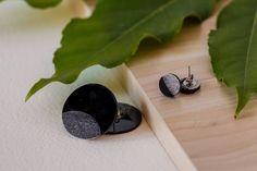 Epoxy resin earrings by Kolatadesign