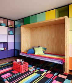 Monumental em linhas sóbrias. Veja: http://www.casadevalentina.com.br/projetos/detalhes/monumental-em-linhas-sobrias-665 #decor #decoracao #interior #design #casa #home #house #idea #ideia #detalhes #details #style #estilo #casadevalentina #bedroom #quarto #color #cor