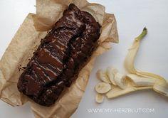 Double Chocolate Banana Bread // Fluffigster und köstlichster Schokoladen-Bananen-Kuchen. Rezept auf Deutsch und Englisch verfügbar.