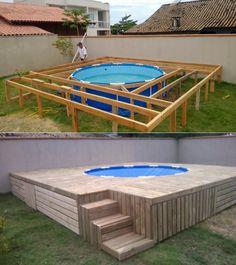 Этот мужчина не мог позволить себе настоящий бассейн возле дома. То, что он сделал, похвально!