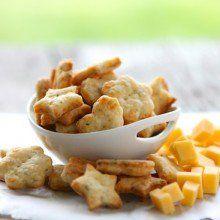 Easy Parmesan Basil Crackers at laurenslatest.com