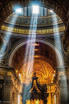 Peter's Basilica, Rome, Italia, photo by Christopher Cove. Church Architecture, Beautiful Architecture, Sacred Architecture, Places To Travel, Places To See, Beautiful World, Beautiful Places, Visit Rome, Divine Light