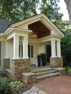 Ideas for house exterior ranch style curb appeal Porch Columns, Stone Columns, Square Columns, Traditional Porch, Design Exterior, Ranch Remodel, Building A Porch, Exterior Remodel, Ranch Exterior