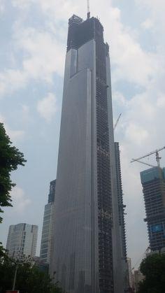 """En France il existe les ITGH...en Chine, il y a une catégorie au-dessus....hum...les ISGH """"immeubles de super grande hauteur"""" :D"""