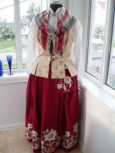frosta bunaden - Google-søk Folk Costume, Costumes, Norway, Scandinavian, Cosplay, Culture, How To Wear, Nye, Folklore
