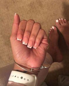 french nails design Chevron (With images) Short Square Acrylic Nails, French Tip Acrylic Nails, Acrylic Toes, Remove Acrylic Nails, Best Acrylic Nails, French Tip Toes, Short French Nails, Short Square Nails, Short Fake Nails