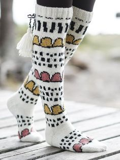 These playfull Huvikumpu colourwork socks combine Novita´s classic yarn Novita Nalle and 100 % wool yarn Novita Nordic Wool. Wool Socks, Knitting Socks, Crochet Slippers, Knit Crochet, Knitting Projects, Knitting Patterns, Long Winter, Boot Cuffs, Wool Yarn