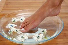 Cómo curar hongos en las uñas de los pies