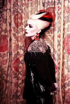 Daphne Guinness Colorful Fashion, Cool Hairstyles, Daphne Guinness, Wigs,  Pin Up Hair c49f0b87396b