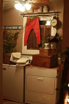 Christmas decorate every room Primitive Laundry Rooms, Country Laundry Rooms, Primitive Living Room, Primitive Bathrooms, Primitive Country, Primitive Decor, Laundry Room Bathroom, Vintage Laundry, Primitive Christmas
