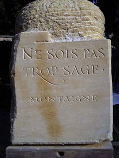 GRAVEUR LAPIDAIRE, Rodolphe Giuglardo Calligraphy Handwriting, Caligraphy, Stone Sculpture, In Memory Of Dad, Memorial Stones, Pen And Paper, Letter Art, Stone Cuts, Stone Carving