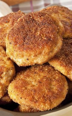 Croquettes de poulet et coeur fondant au fromage Meat Recipes, Chicken Recipes, Cooking Recipes, Good Food, Yummy Food, Ramadan Recipes, Cordon Bleu, Beignets, Chicken Nuggets