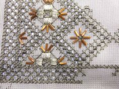 ergoxeiro.gallery.ru watch?ph=bEug-fLCou&subpanel=zoom&zoom=8 Beaded Embroidery, Cross Stitch Embroidery, Embroidery Designs, Needlepoint Stitches, Needlework, Gold Work, Bargello, Gold Beads, Beading Patterns