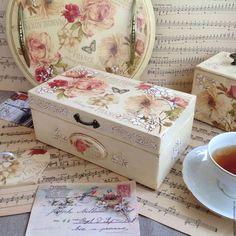 Купить или заказать Чайная шкатулка деревянная Французский Сад декупаж в интернет-магазине на Ярмарке Мастеров. Чайный шкатулка 'Французский сад' будет чудесным украшением Вашей кухни. И прекрасным образом дополнит другие предметы из коллекции Винтаж. Французский сад. В ней можно хранить различные сорта чая, сахар кубиками или сладости. Все, что Ваша душа пожелает. Чайная шкатулка деревянная, декорирована в технике декупаж в винтажном стиле. На всех сторонах чайной шкатулки объемный р...
