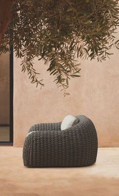 Manutti // Kobo outdoor lounge chair. Enjoy your time at home with ethnic details. Our Kobo collection sets the right atmosphere for a dreamlike setting - Kobo Collection #outdoorfurniture #outdoorluxury Patio Lounge Chairs, Outdoor Chairs, Sofa Furniture, Outdoor Furniture, Outdoor Loungers, Patio Kitchen, Weaving Textiles, Technical Drawing, Luxury Living
