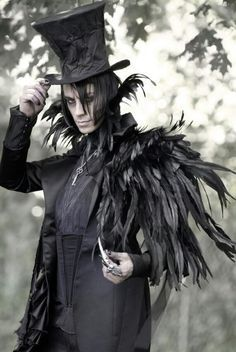 Steampunk Mad Hatter- I wanna wear this for Halloween one day. Raven Costume, Mode Costume, Warlock Costume, Voodoo Costume, Bird Costume, Succubus Costume, Dark Angel Costume, Costume Box, Raven Cosplay