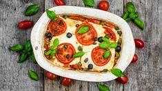 Gegrillter Fetakäse schmeckt nicht nur Vegetariern. Die raffinierte Variante mit Tomaten, Oliven und Basilikum ist mit wenig Aufwand schnell gemacht und kommt nicht nur bei der Grillparty gut an. Probieren Sie unser Rezept für ein schnelles Feta-Tomaten-Pfännchen...