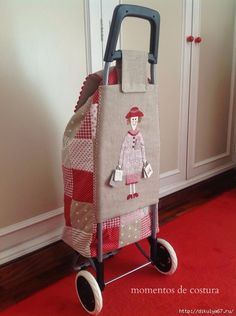 This is the cutest shopping trolley! Patchwork Bags, Quilted Bag, Bag Patterns To Sew, Sewing Patterns, Quilting Projects, Sewing Projects, Fabric Crafts, Sewing Crafts, Creation Couture