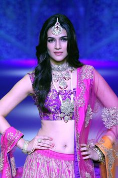 Kriti Sanon Gorgeous Pictures Prove That She is The Queen Of Million Hearts