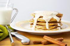 """Recette de """"pancakes"""" au gâteau au carottes—Des crêpes légères à saveur de gâteau aux carottes prêtes en un tour de main. Dessert Sans Gluten, Gluten Free Desserts, Muffins, Brunch, Menu, Breakfast, Ethnic Recipes, Saveur, Quiches"""