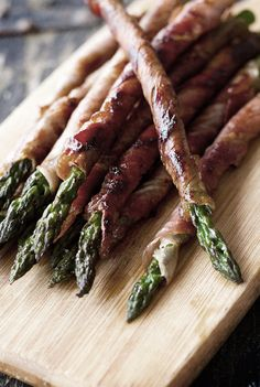 Exquisitoos...♥♥Kro♥♥ dolce-vita-lifestyle: Asparagus Wrapped in Bacon