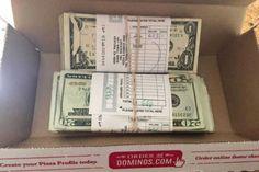 Mulher devolve 5 mil dólares e ganha um ano de pizza grátis