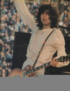 Jimmy Page of Led Zeppelin - Kezar Stadium - San Francisco 1973 Jimmy Page, Robert Plant, Great Bands, Cool Bands, Rock N Roll, Led Zeppelin Live, Classic Blues, Classic Rock, John Bonham