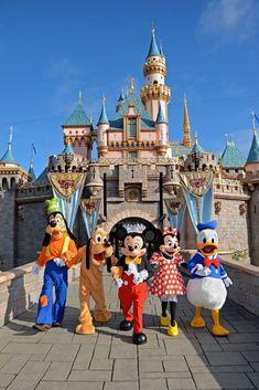 Disneyland trip, disneyland resort, disney parks, walt disney world, disney p Arte Disney, Disney Mickey Mouse, Disney Magic, Disney Land, Disney World Pictures, Cute Disney Pictures, Disney Phone Wallpaper, Cartoon Wallpaper, Disney Background
