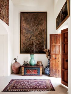 Architectural Digest, Brighton Apartment, Decoracion Vintage Chic, Painted Chest, Pink Sofa, Fabric Houses, Spare Room, Interiores Design, How To Introduce Yourself