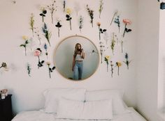 VSCO vibesinsummer gurlmoods happy summertimerelatablemoods love is part of Room decor - Cute Room Ideas, Cute Room Decor, Flower Room Decor, Cheap Room Decor, Easy Wall Decor, Fake Flowers Decor, Room Lights Decor, Bedroom Flowers, Diy Dorm Decor