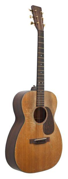 Vintage Martin 1945 00-18 acoustic guitar