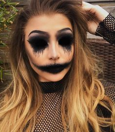 50 Scary Halloween Makeup Looks You Should Try This Year – Page 32 of 50 Das gruselige Halloween-Make-up sollte man dieses Jahr probieren. Halloween-Make-up; Halloween-Make-up-Ideen; Vintage Makeup Looks, Cool Makeup Looks, Summer Makeup Looks, Creative Makeup Looks, Glam Makeup Look, Awesome Makeup, Simple Makeup, Natural Makeup, Fröhliches Halloween