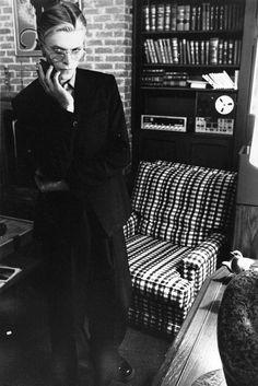 Low era David Bowie in a very 1970s interior (so if it's '77 I'm very sorry but the hair classifies as STS! ;-)