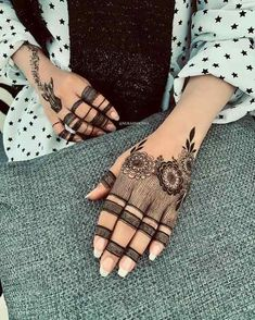 Searching for stylish mehndi designs for the party that look gorgeous? Stylish Mehndi Design is the best mehndi design for any func. Mehndi Designs Feet, Finger Henna Designs, Mehndi Designs 2018, Stylish Mehndi Designs, Dulhan Mehndi Designs, Mehndi Design Photos, Wedding Mehndi Designs, Unique Mehndi Designs, Mehndi Images