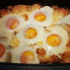 Η Αυγο-Πατατοπιτα που ξετρελανε το διαδικτυο! με Πατατες, Μπεικον/Λουκανικα, Τυρια και Αυγα - Φουρνο. οι Πατατες ειναι τηγανιτες σε ροδελες/κυβακια (αλλιως ψημενες ή μισοβρασμενες και σοταρισμενες). Breakfast Recipes, Snack Recipes, Dessert Recipes, Breakfast Ideas, Cookbook Recipes, Cooking Recipes, Brunch, Greek Cooking, Greek Dishes