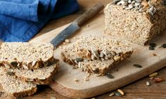 Haben Sie auch nie Lust, Brot selbst zu machen, weil Sie dann ewig in der Küche stehen? Meist muss man ja doch mit Hefe hantieren, ewig kneten, den Teig ruhen lassen, noch einmal kneten... Dann probieren Sie dieses Brot aus. Denn es geht schnell, ist gesund und schmeckt auch noch lecker.
